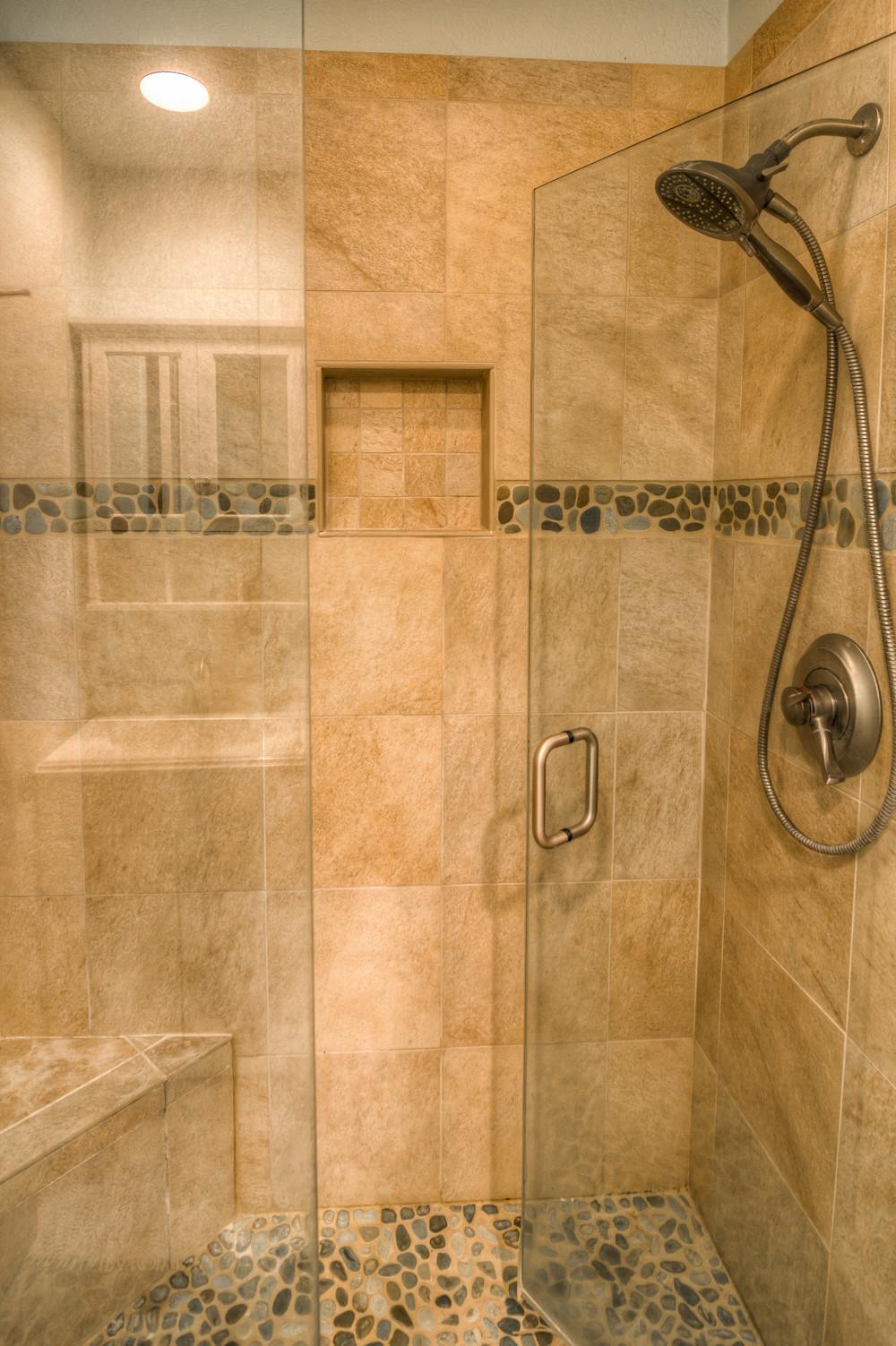25 Master Bath photo b.jpg