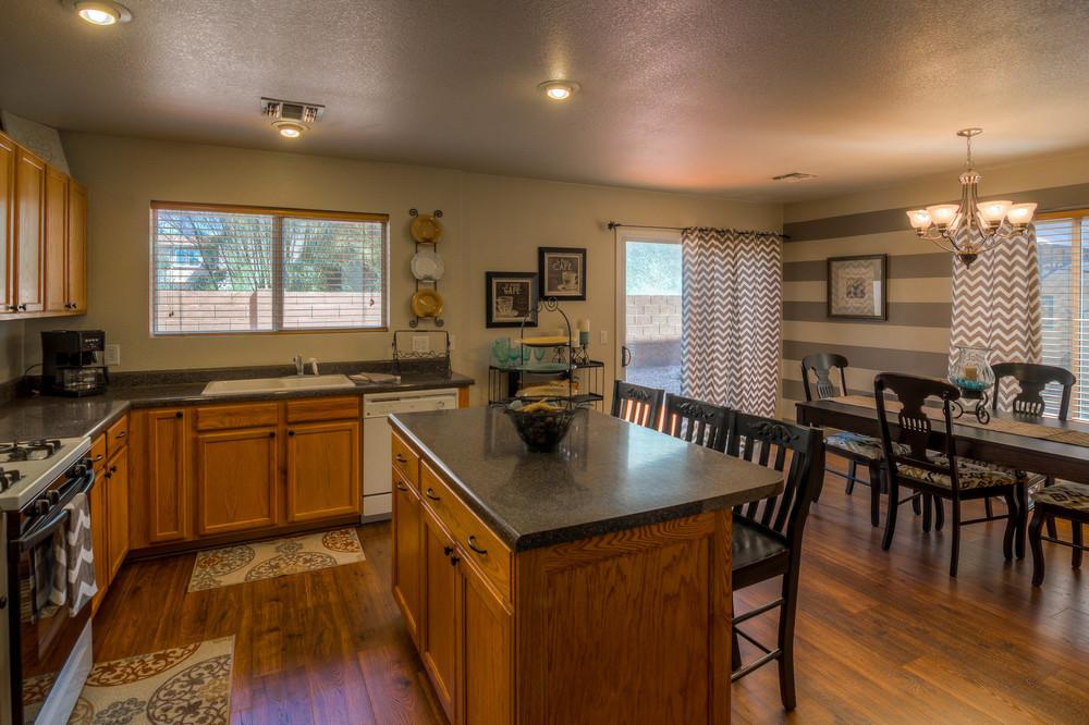 17 Kitchen photo f.jpg
