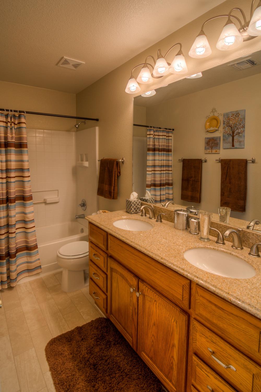 34 Upstaris Bathroom.jpg