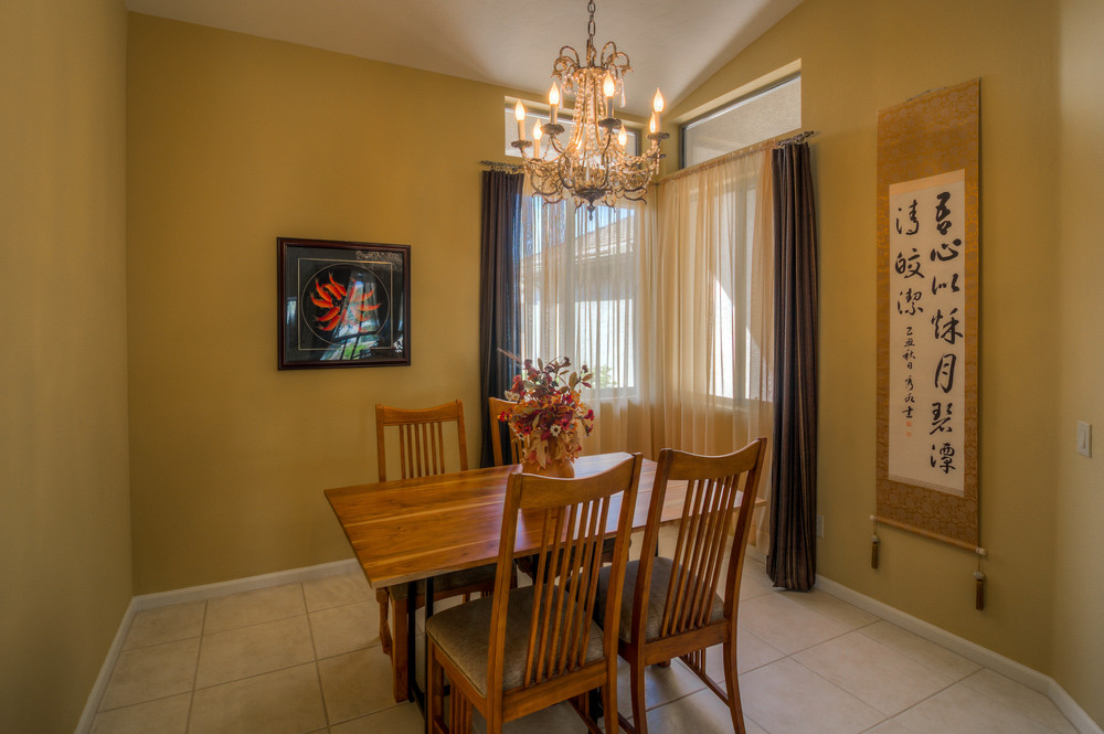 10 Dining Room photo a.jpg
