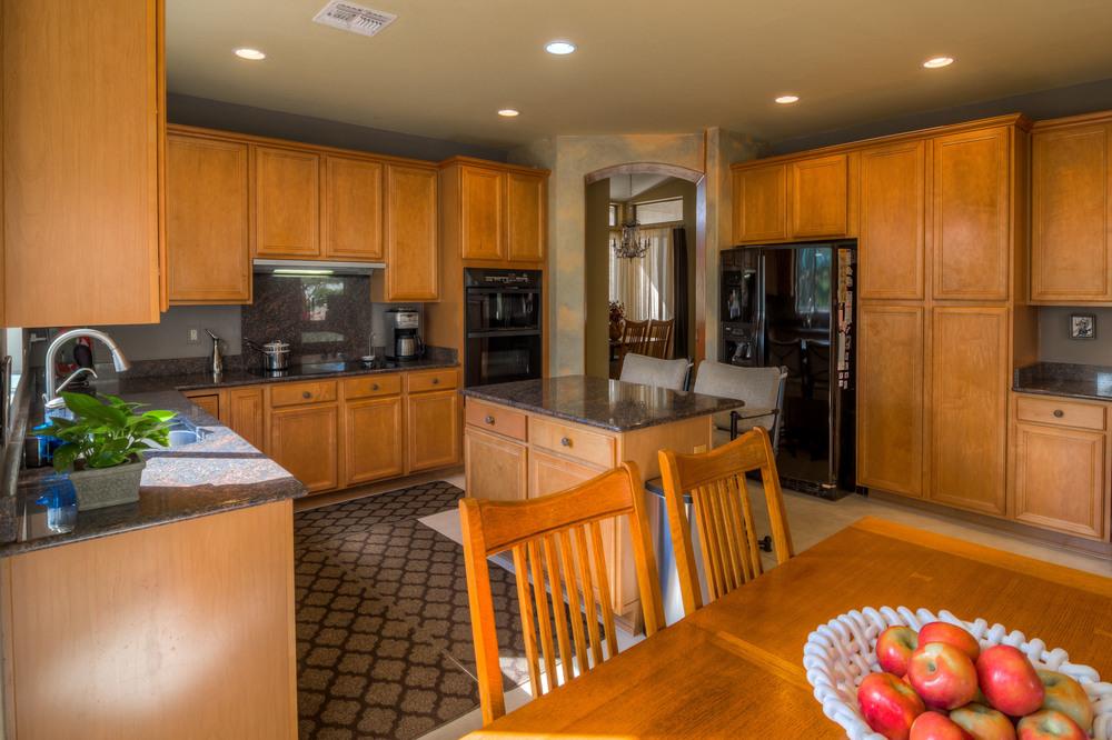17 Kitchen photo b.jpg