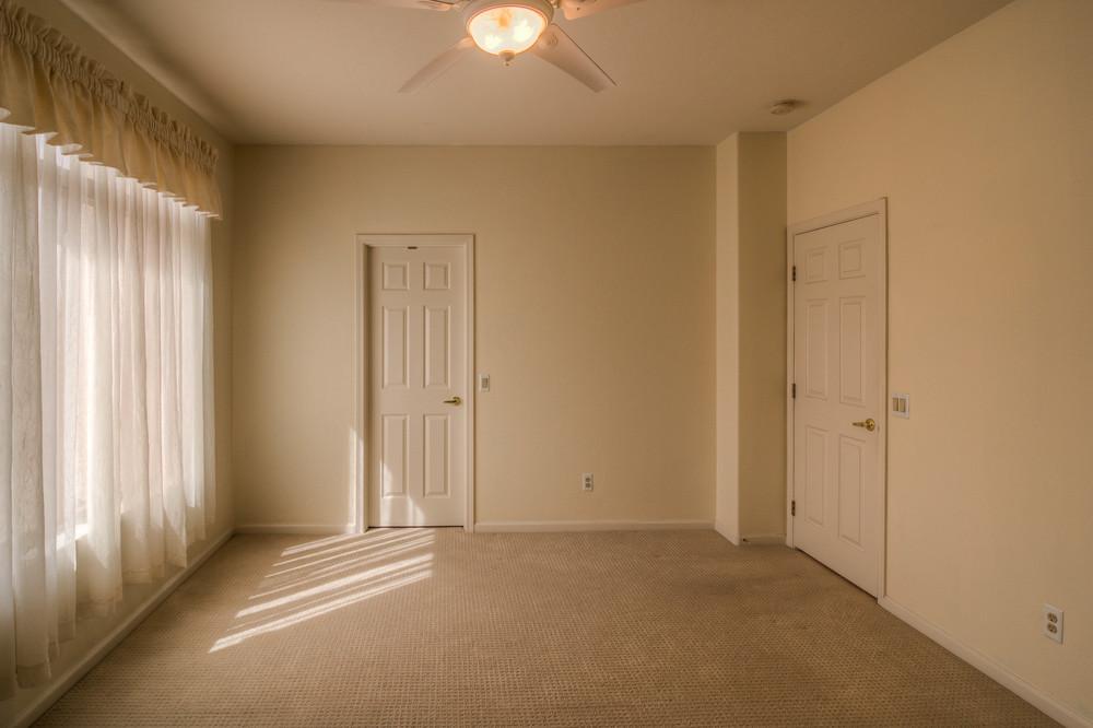 24 Bedroom 1 photo d.jpg