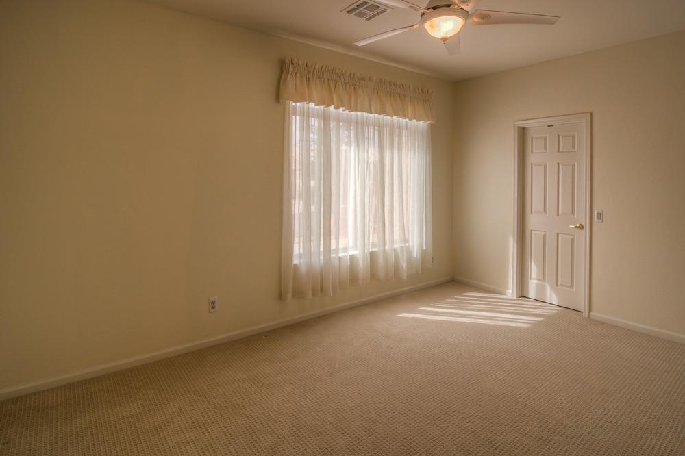 25 Bedroom 1 photo e.jpg