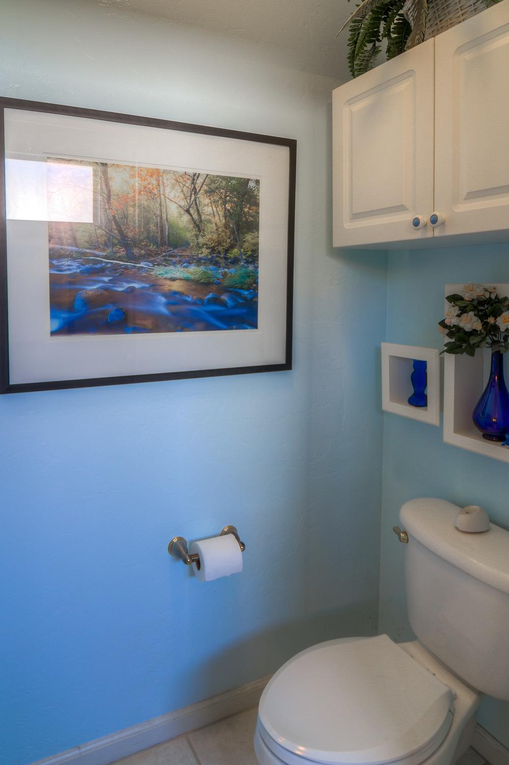 37 Master Bathroom photo d.jpg
