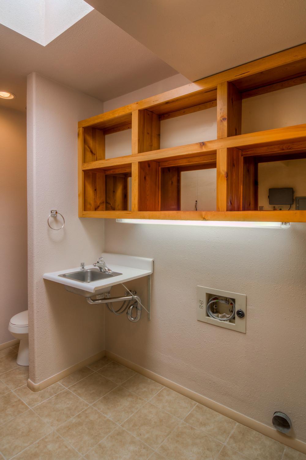 14 Laudnry Room.jpg