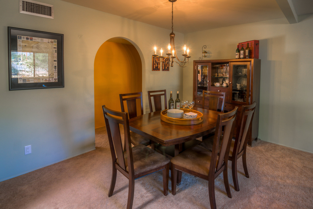 17 Dining Room photo a.jpg