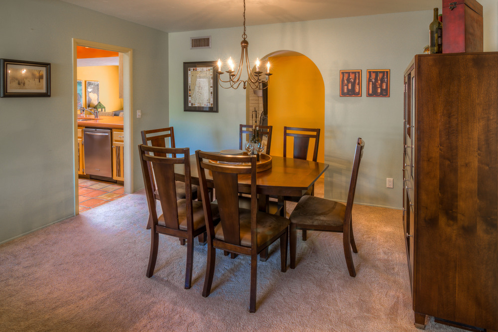 18 Dining Room photo b.jpg