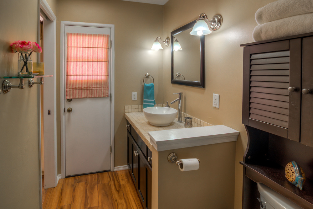 44 Master Bathroom photo c.jpg