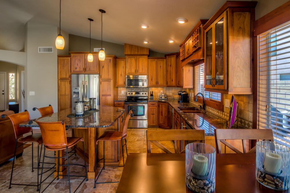 28 Kitchen photo e.jpg