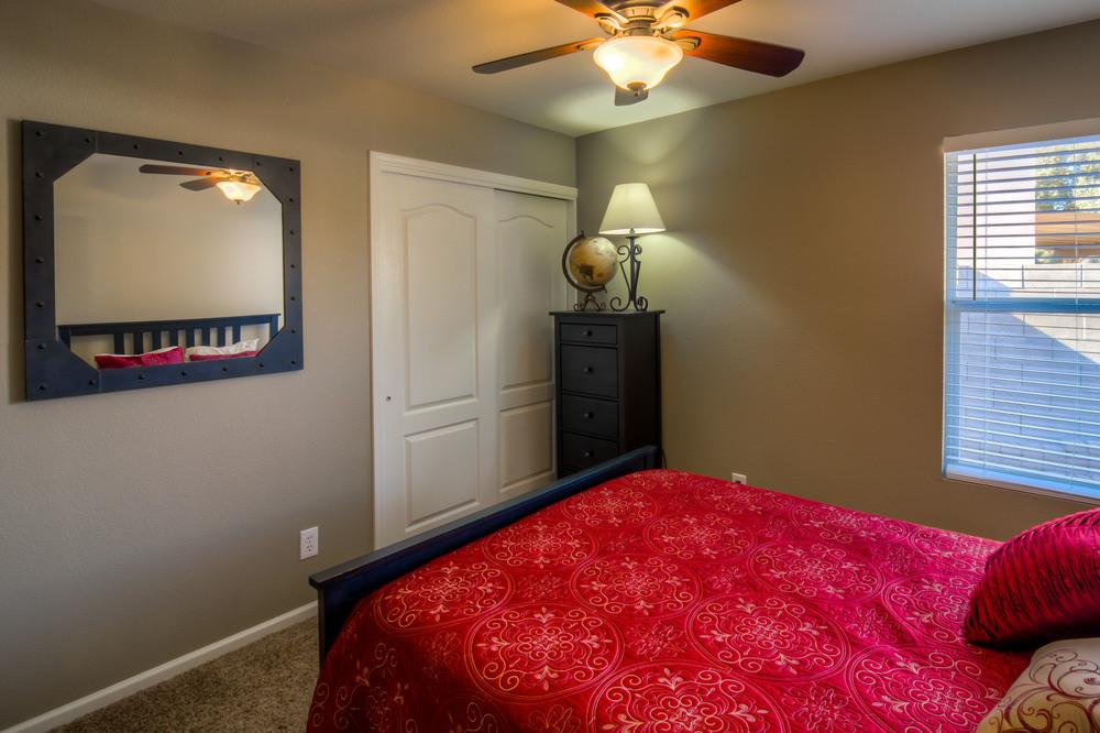 33 Bedroom 1 photo a.jpg