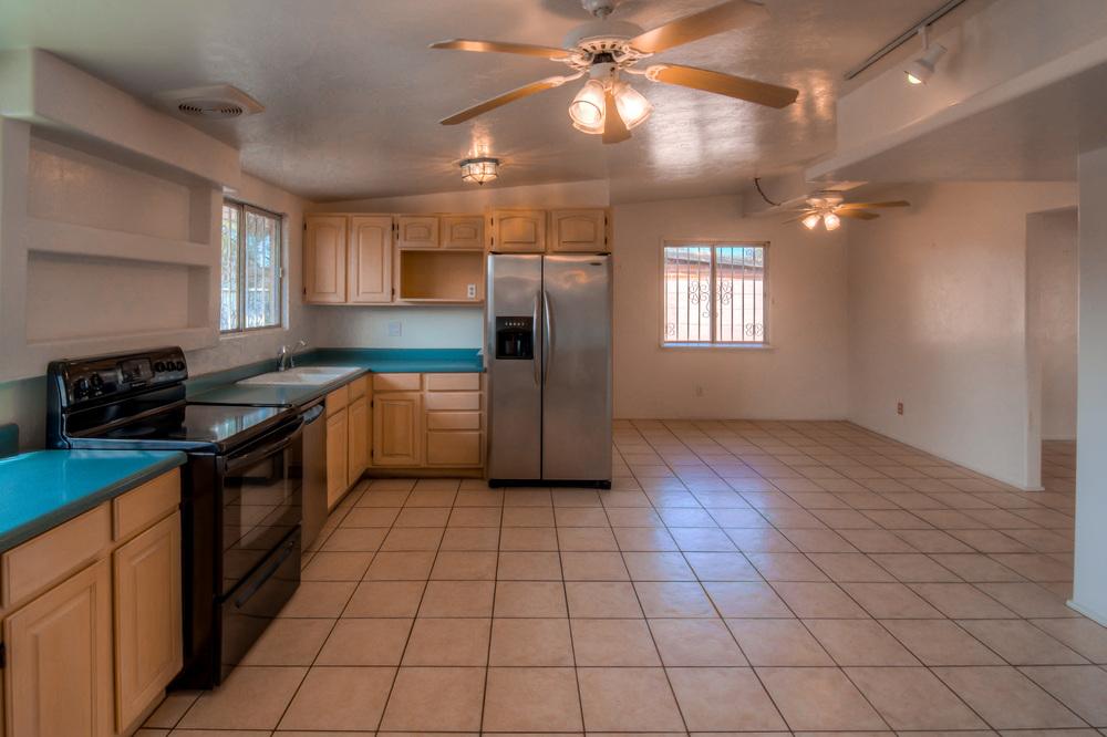 26 Kitchen photo e.jpg