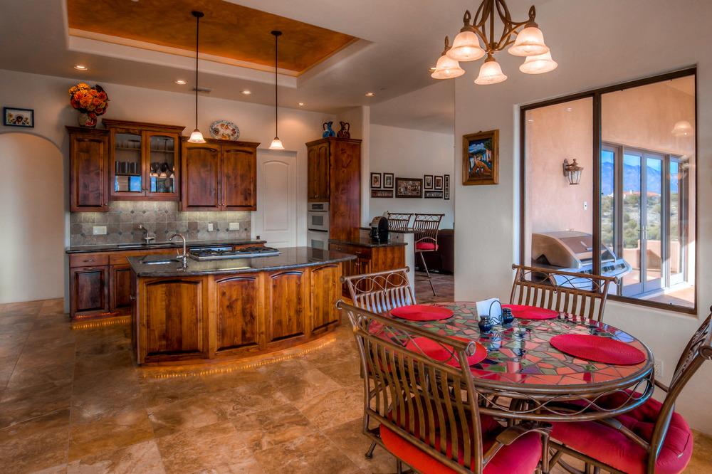 31 Kitchen photo b.jpg