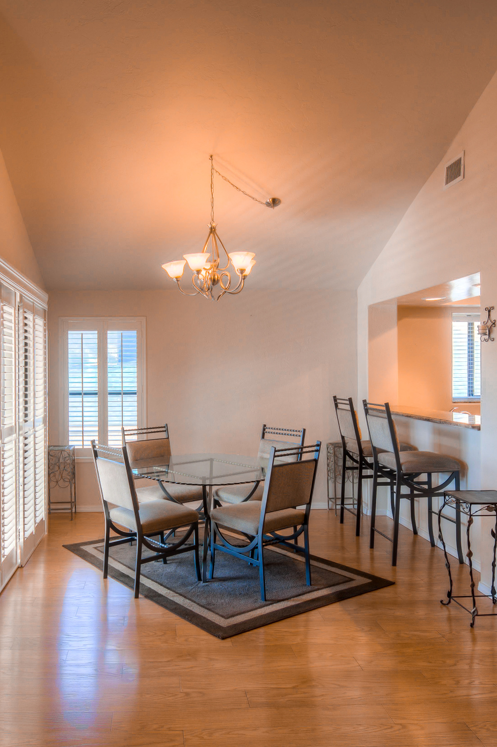 22 Dining Room photo d.jpg