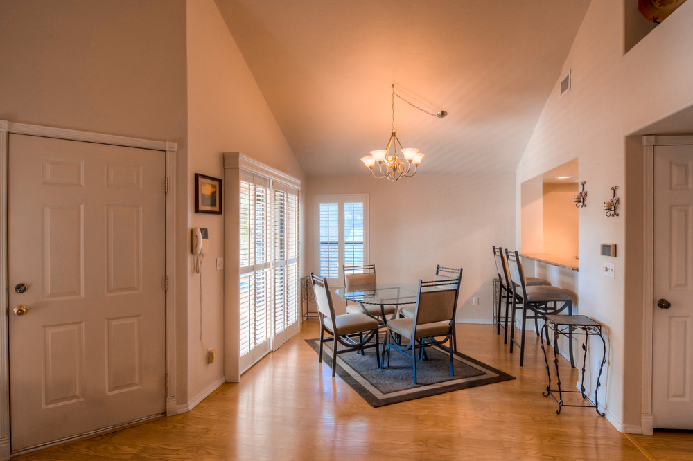 21 Dining Room photo c.jpg