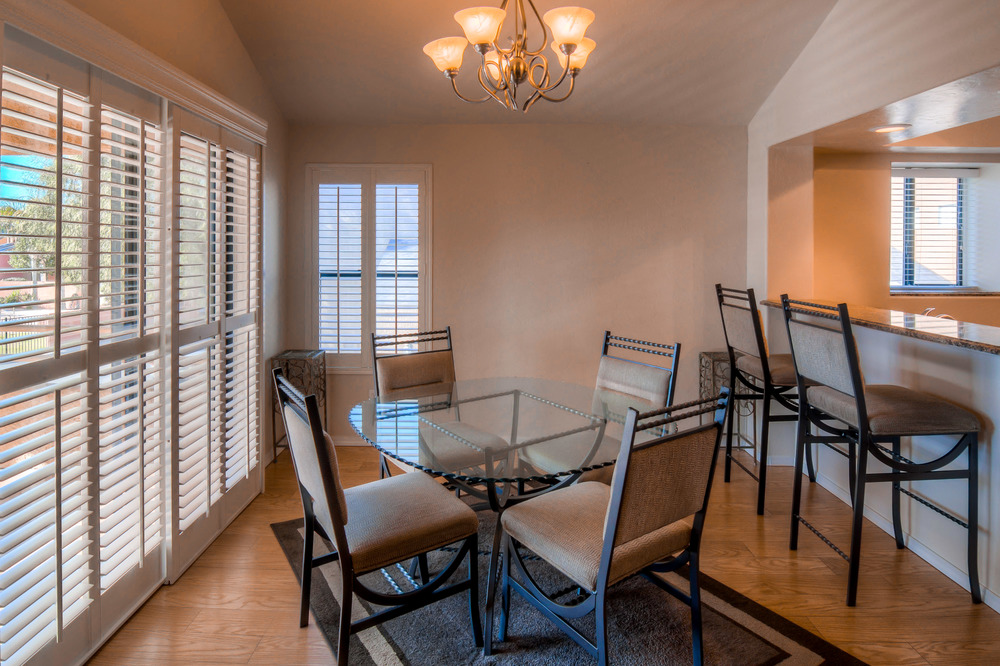 23 Dining Room photo e.jpg