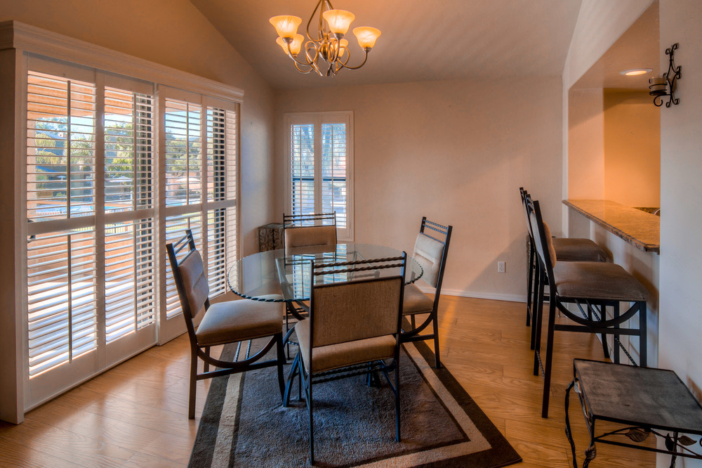24 Dining Room photo f.jpg