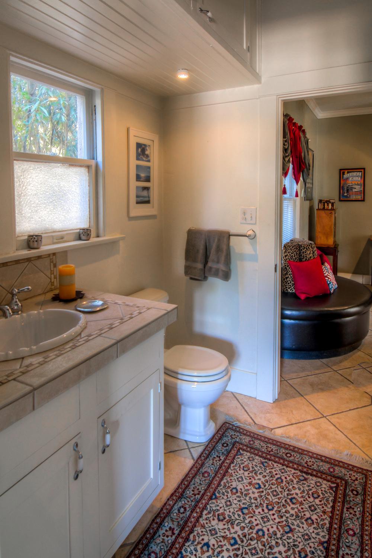 18 Bathroom photo a.jpg
