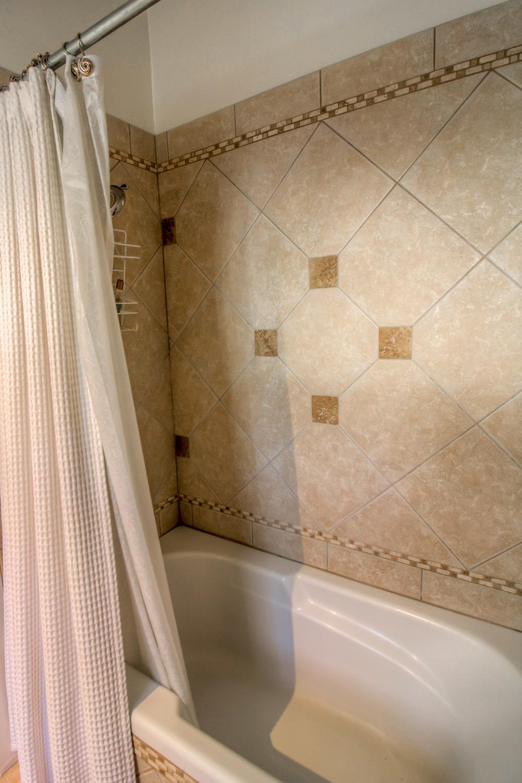 19 Bathroom photo b.jpg