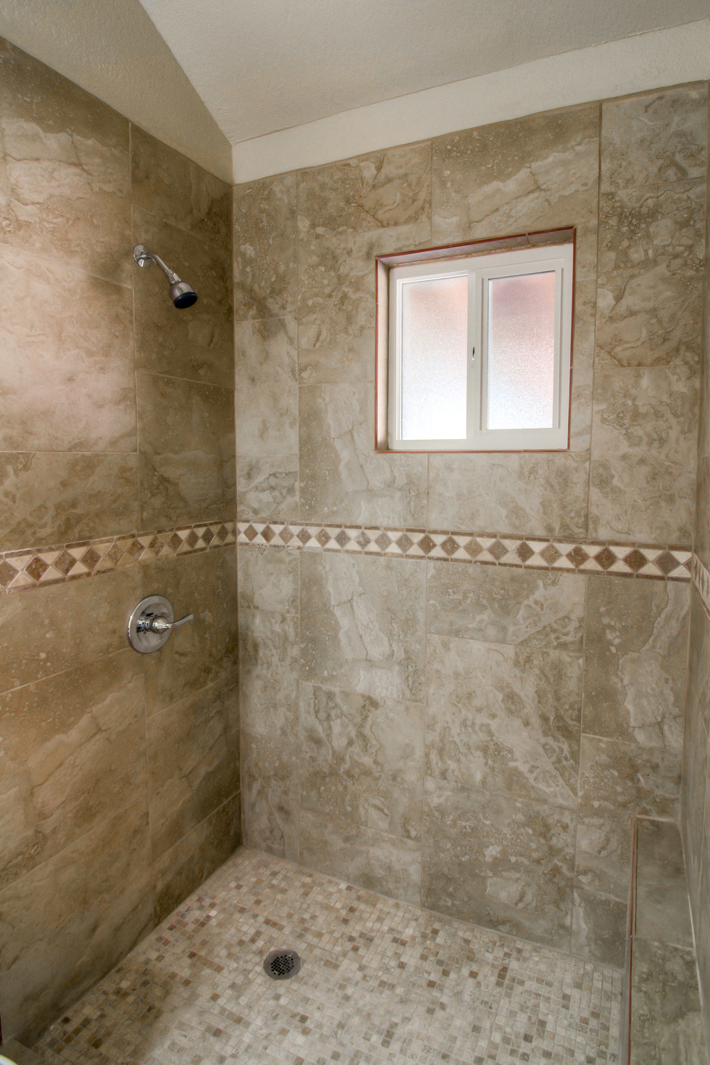 31 Master Bathroom photo c.jpg