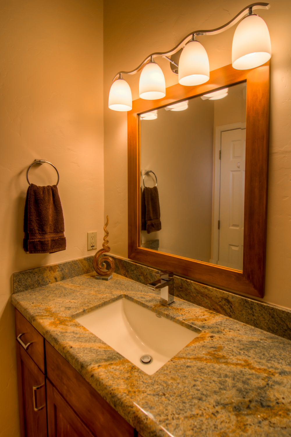 37 Bathroom 2 photo b.jpg