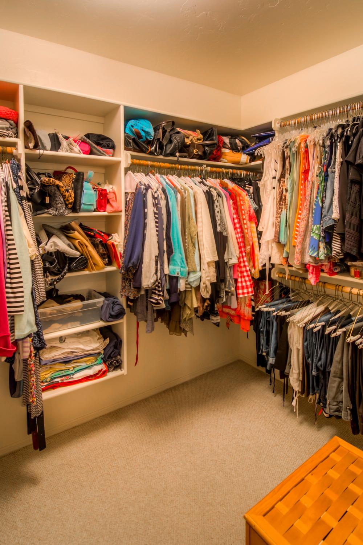 42 Master Closet.jpg