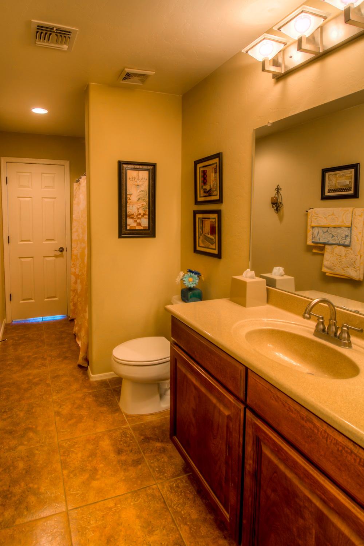 32 Bathroom photo b.jpg