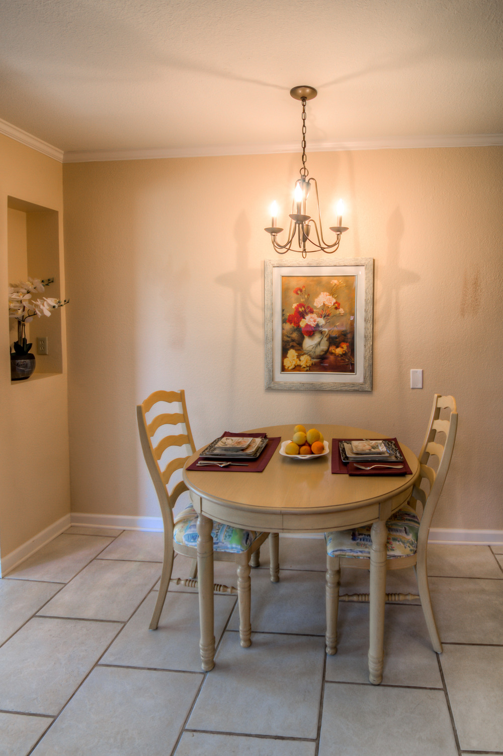 18 Breakfast Nook photo a.jpg