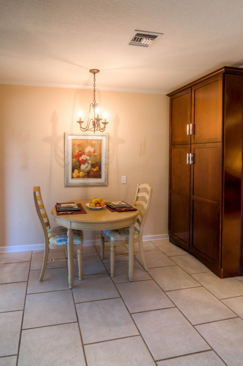 20 Breakfast Nook photo c.jpg