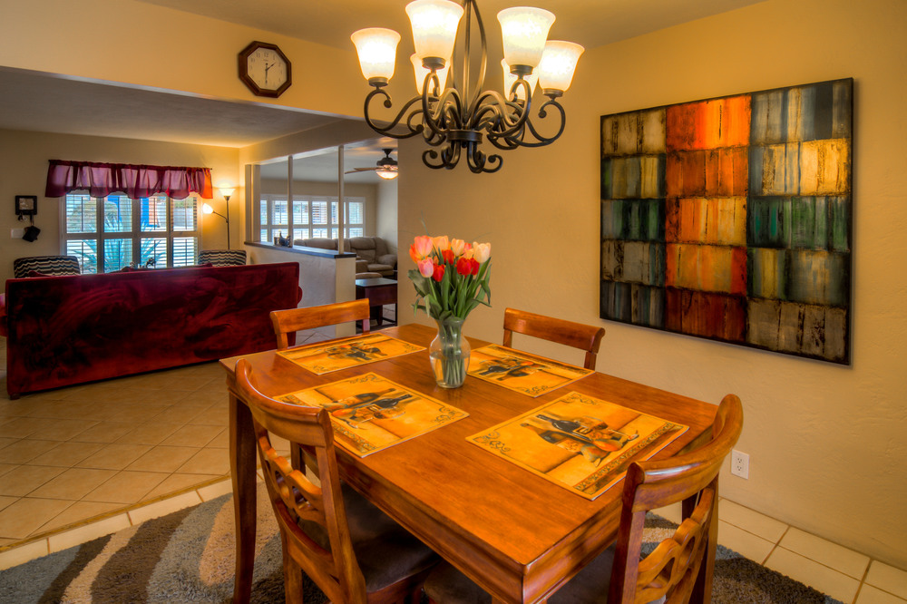 17 Dining Room photo d.jpg
