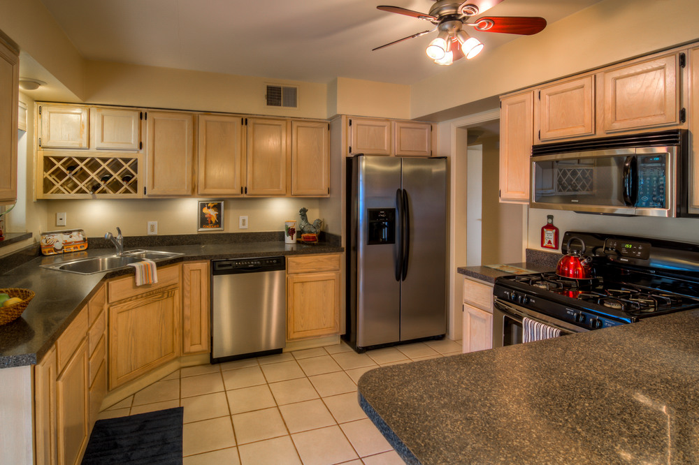 24 Kitchen photo d.jpg