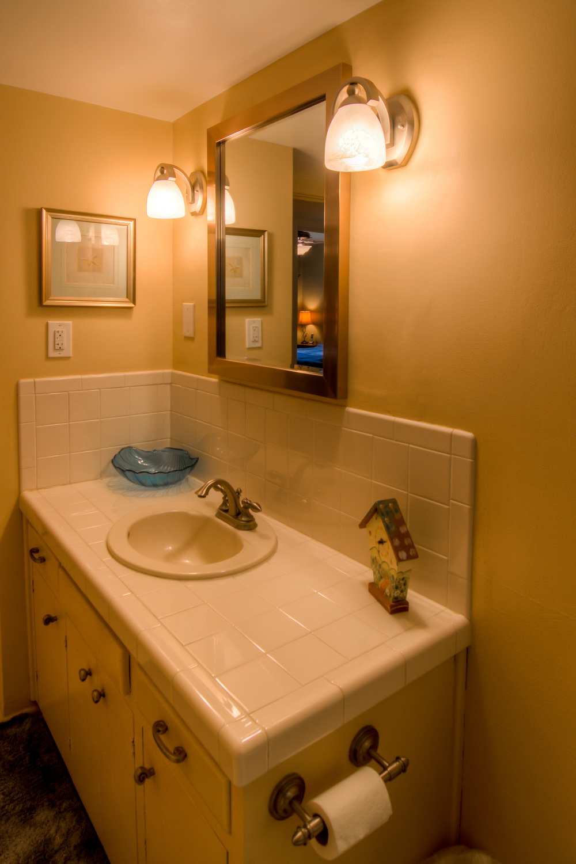 40 Bathroom photo b.jpg
