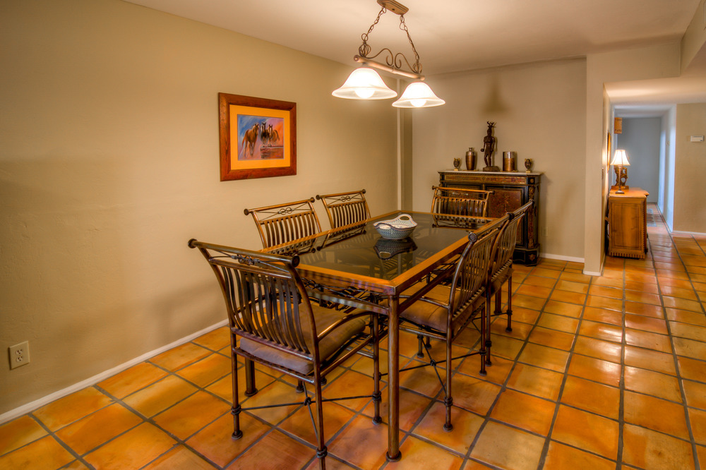 27 Dining Room photo b.jpg