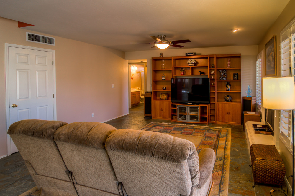 21 Family Room photo b.jpg