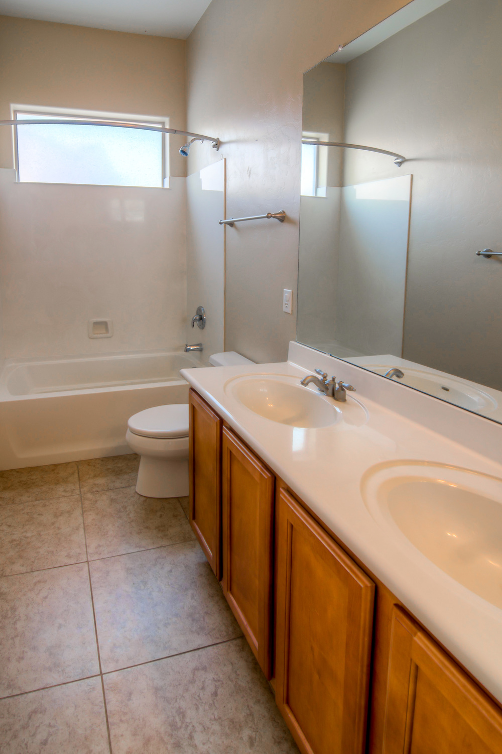 6 Bathroom 1 photo a.jpg