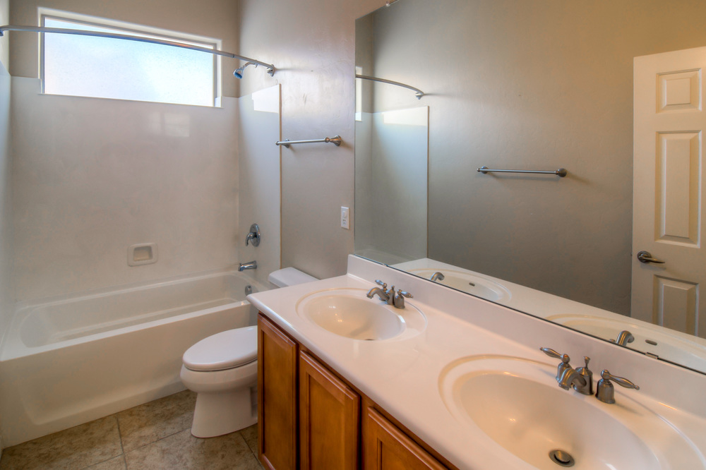 7 Bathroom 1 photo b.jpg