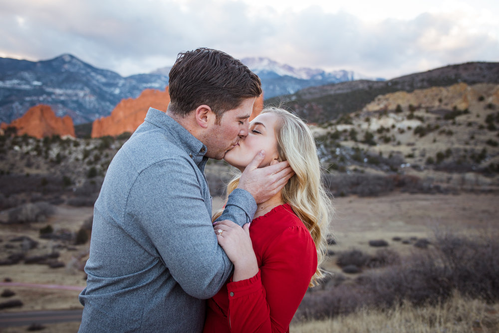 I love this surprise winter engagement in Colorado Springs, outside of Garden of the Gods!