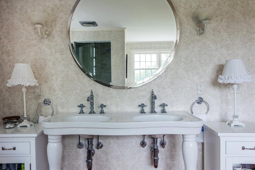 bathroom7_sm.jpg