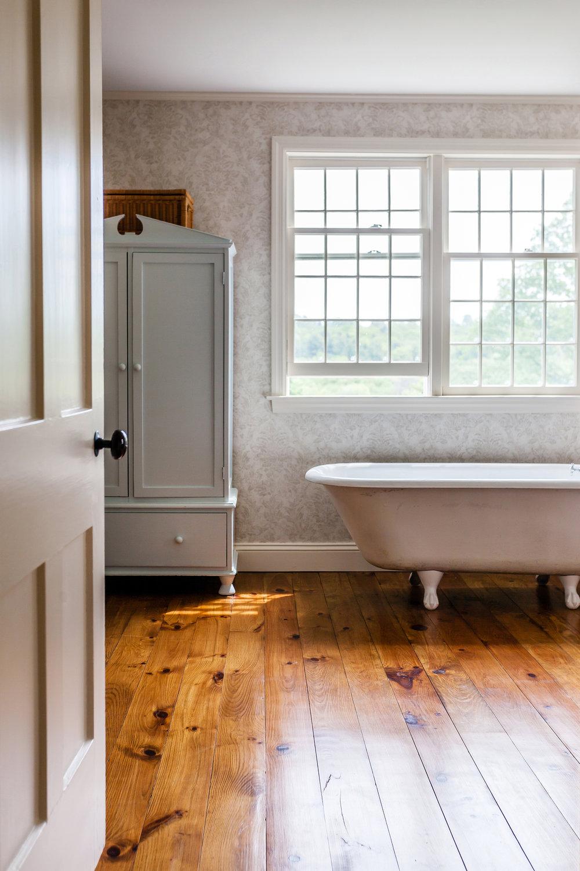 bathroom4_sm.jpg