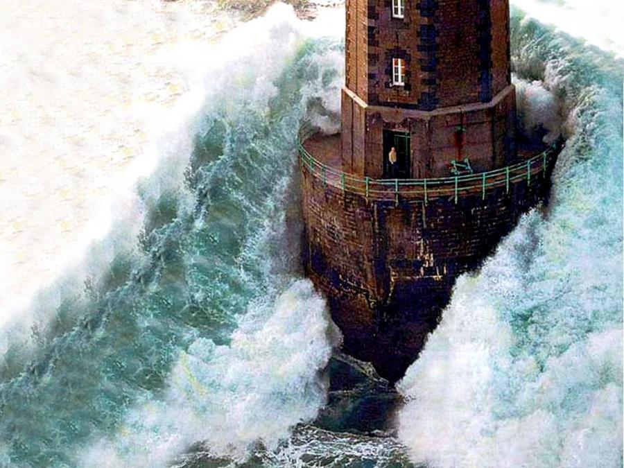 lighthouse waves.jpg