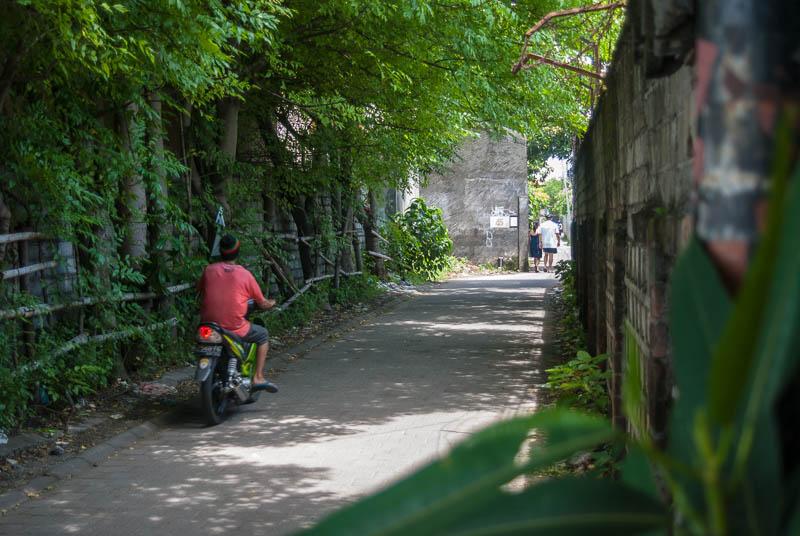 Side-Sreet-Indonesia-Trip-Kuta-Bali-Naomi-VanDoren-5.jpg