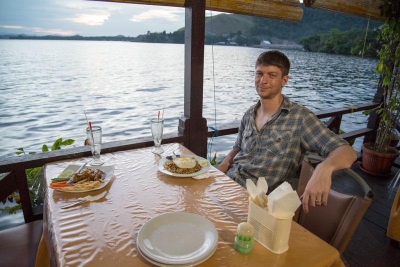 Yougwa-lake-resturant-Papua-Indonesia-naomi-vandoren