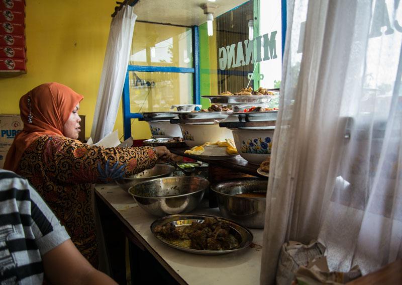lunch-nasi-bunkus-Sentani-Papua-Indonesia-Naomi-VanDoren