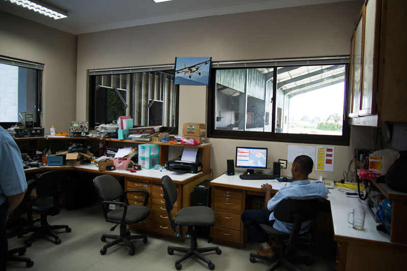 YAJASI-hanger-Sentani-Indonesia-6-Naomi-Vandoren.jpg