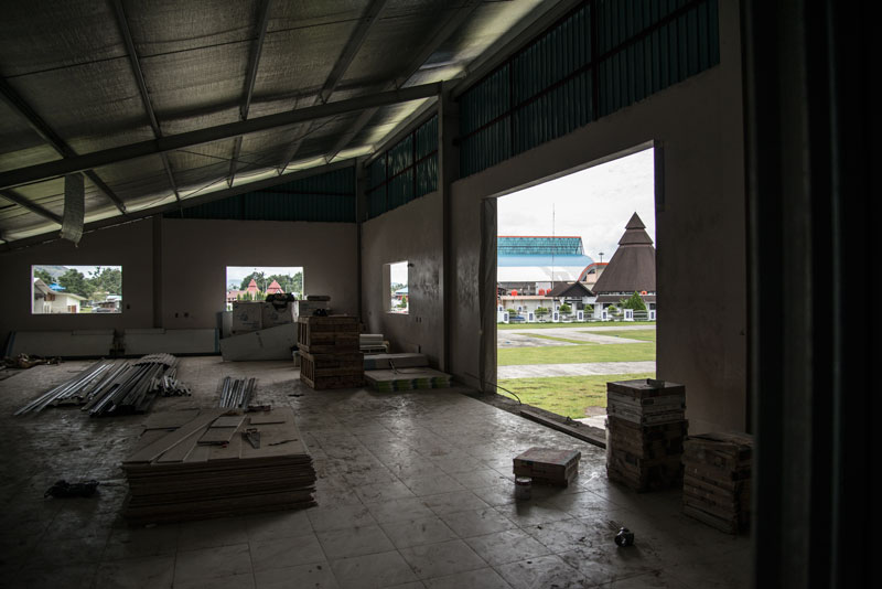 YAJASI-hanger-Sentani-Indonesia-airport-Naomi-Vandoren.jpg