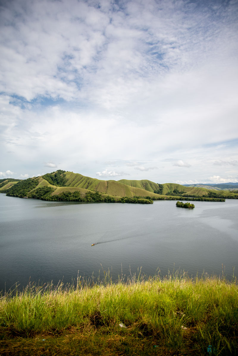 lake-sentani-boat-2-Naomi-Vandoren.jpg