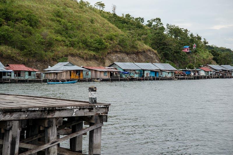 Lake houses lake sentani papua Indonesia Naomi VanDoren.jpg