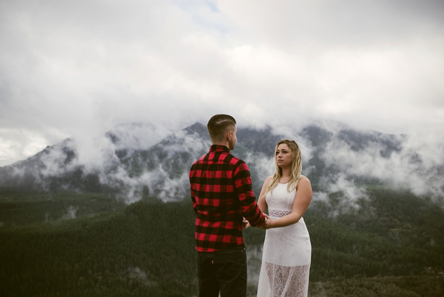 elopement ceremony on rattle snake ledge