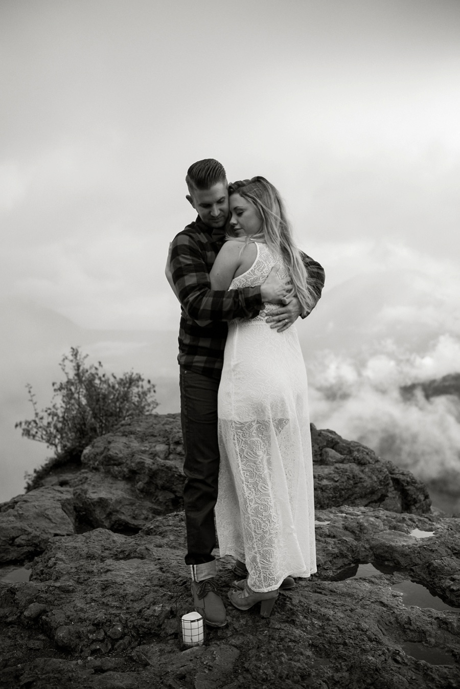 bride and groom at rattle snake ledge