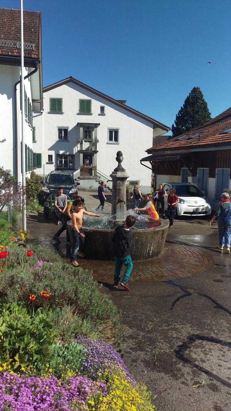 Wasserschlacht auf dem Rückweg vom Rosinli