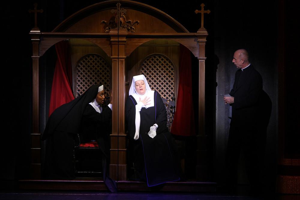 Sister Act, Ronacher Theater, Wien 2011 (Copyright Rolf Bock), mit Ana Milva Gomez und Michael Schönborn